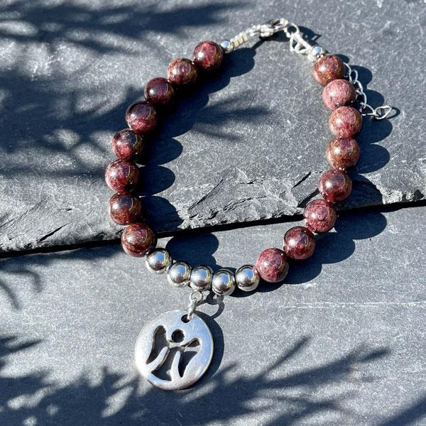 bracelet en grenat belle de lune