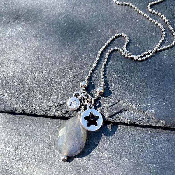 collier pour femme en labradorite Belle de lune