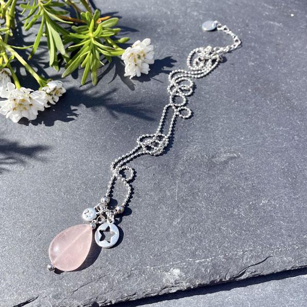 collier pour femme en quartz rose belle de lune