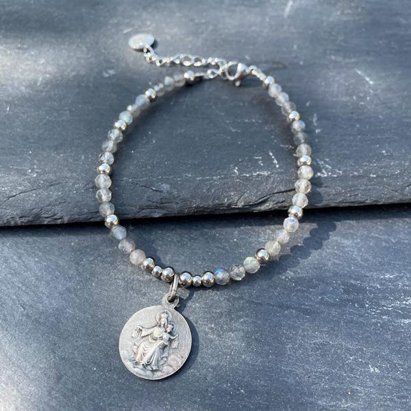 bracelet avec amulette de protection belle de lune