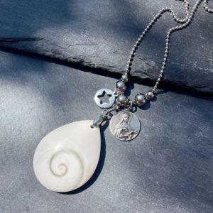 collier pour femme en oeil de shiva belle de lune