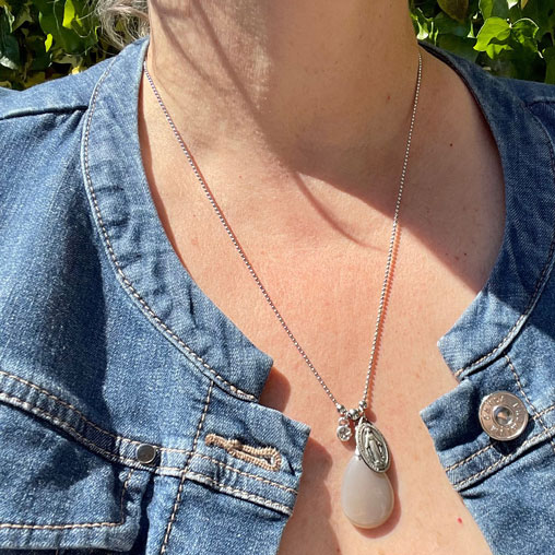 collier pour femme en pierre de lune belle de lune