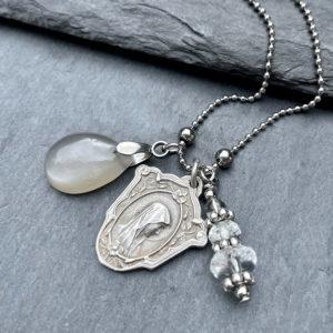 collier-medaille-marie-pierre-belle-lune