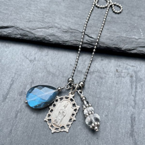 collier-medaille-miraculeuse-labradorite-belle-lune